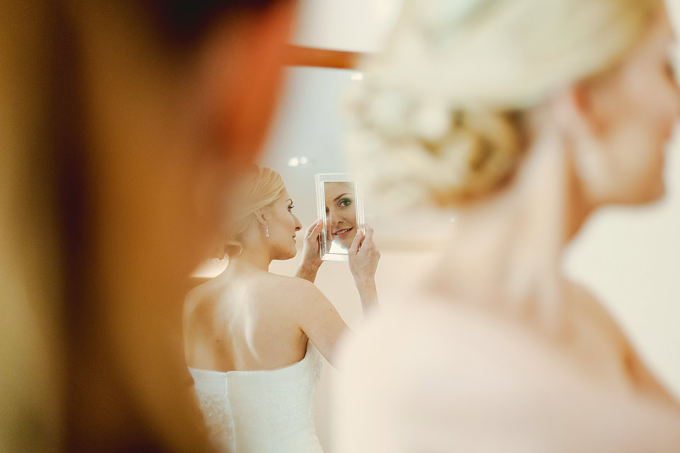 22-fotografie-odrazu-nevesty-v-zrcatku