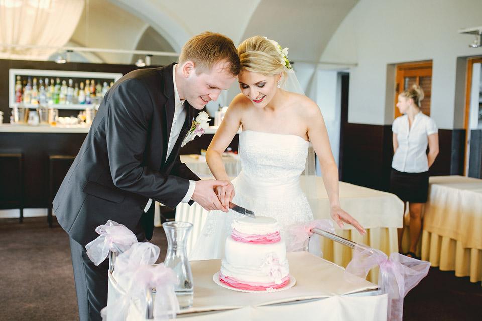 44-nakrojeni-svatebniho-dortu
