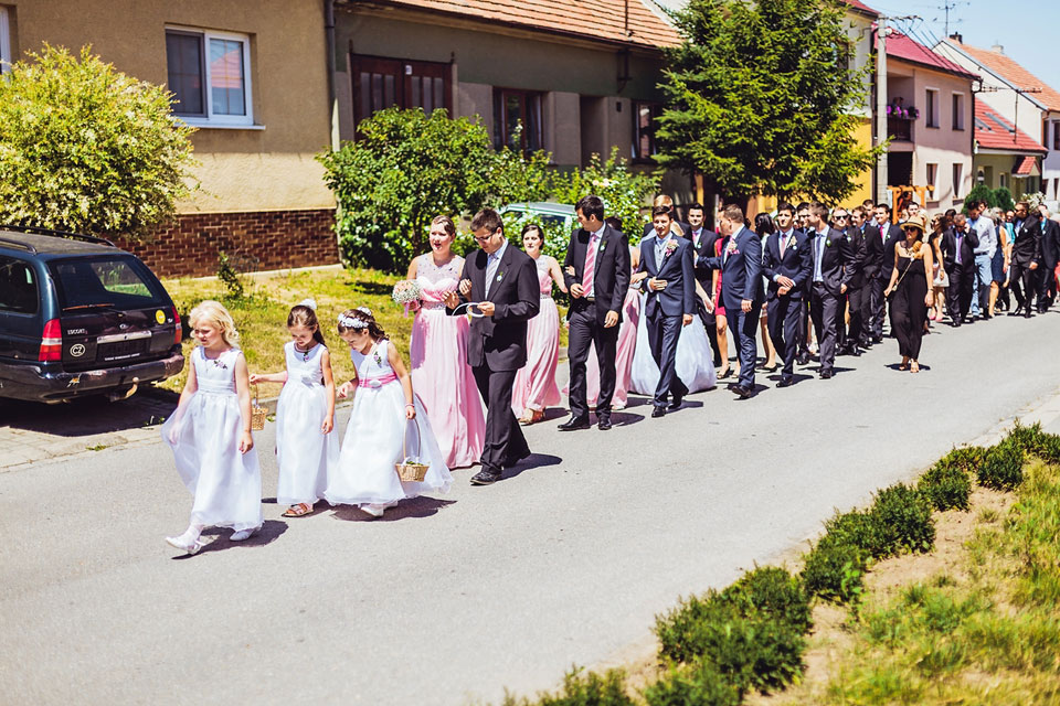 fotka-svatebcanu-kteri-miri-na-svatbu