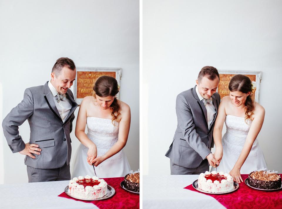 fotka-z-nakrojeni-svatebniho-dortu