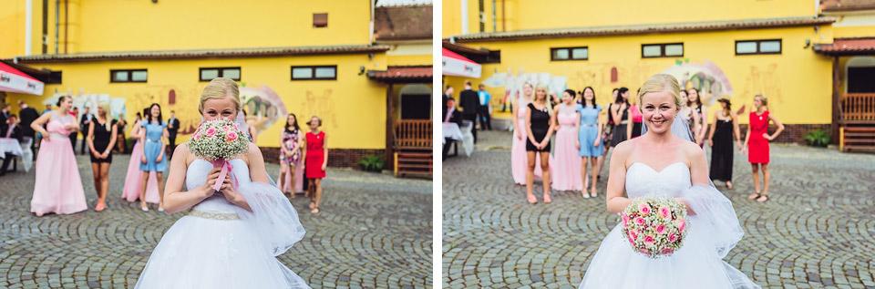 fotografie-pred-hodem-svatebni-kytici
