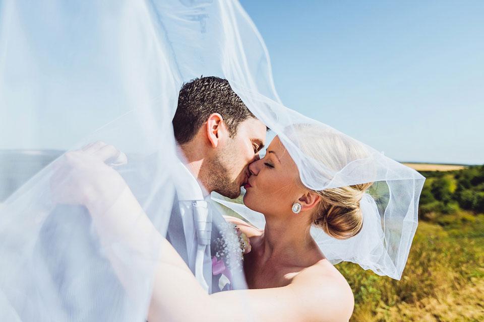 fotografie-svatebni-libacky-pod-zavojem