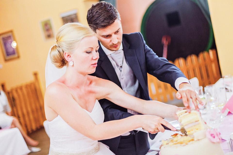 porcovani-svatebniho-dortu