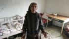 Cikánka v chatrči v osadě na Slovensku