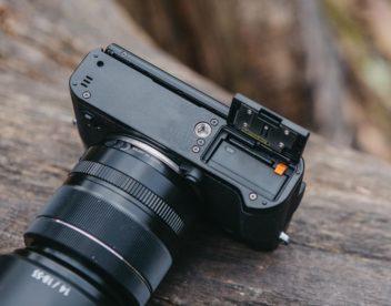 Spodní strana fotoaparátu Fujifilm X-T20