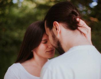 Romantický těhotenský portrét
