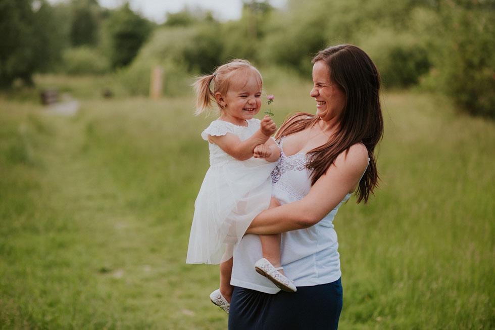 Veselá fotka maminky s dceruškou