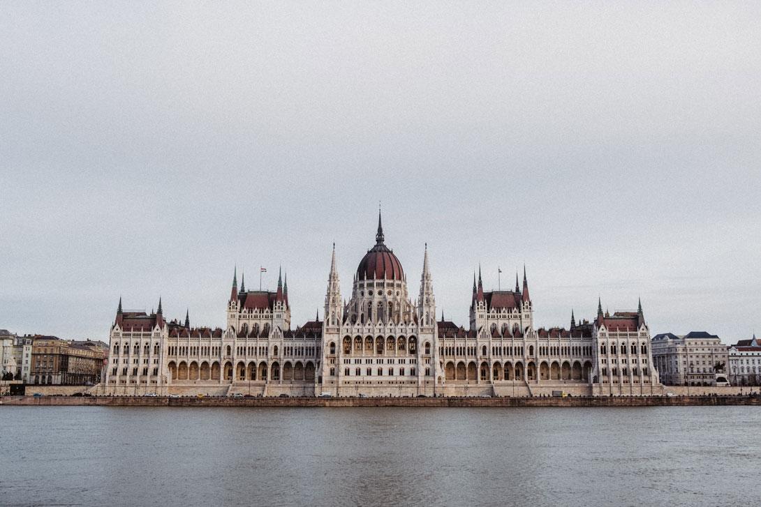 Parlament v Budapešti při západu slunce - Fujifilm X-T3 + Fujifilm XF 18-55/2.8-4