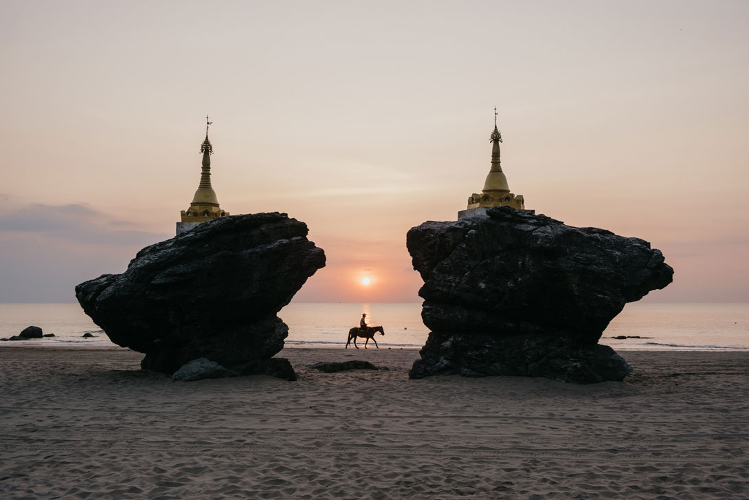Západ slunce v Barmě - Fujifilm X-T3 + Fujifilm XF 18-55/2.8-4